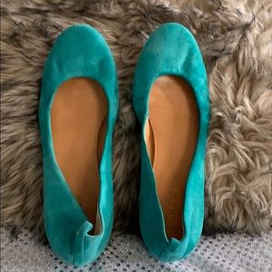 J.CREW GREEN LEATHER FLATS SIZE 7 1/2